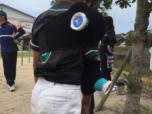 投球後のピッチャーの肩と肘のアイシング