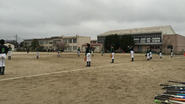 キャッチボール練習から開始