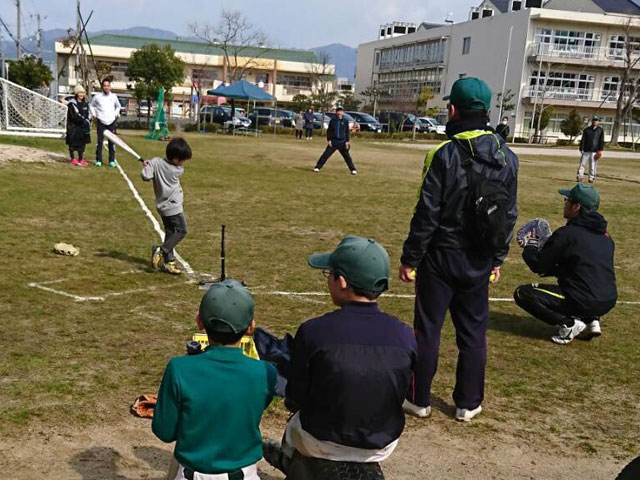 小学生参加者Tバッティング「野球体験会・種目3」