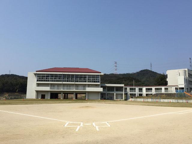 晴天!鹿島東小学校のグラウンド