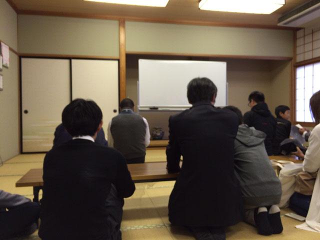 抽選会は朝日公民館の和室