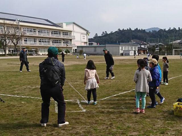 遠投の距離測定「野球体験会・種目2」
