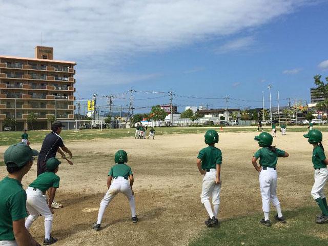 母衣小学校での学童野球の練習