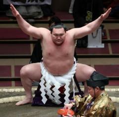 突然の休場に大ブーイング! 4か月休んで1200万円が手に入る白鵬の年寄株を巡る思惑