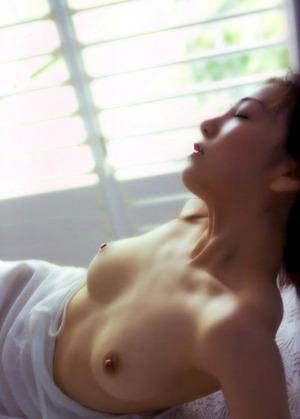 稲葉美優 ヌード画像 (22)