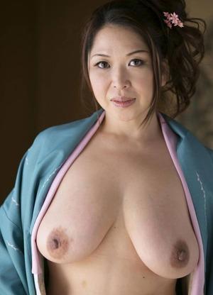 加山なつこ ヌード画像 (1)