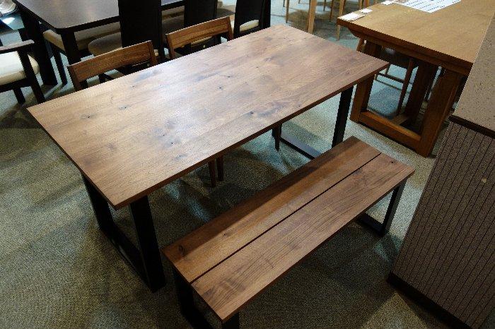 広島県のイマダのダイニングテーブルとベンチのCooper
