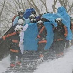 栃木のスキー場雪崩、死亡した8人の死因は圧死