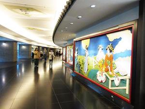 IMG_5694ホテル内壁飾り
