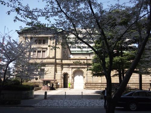 日本銀行前の桜満開・春爛漫