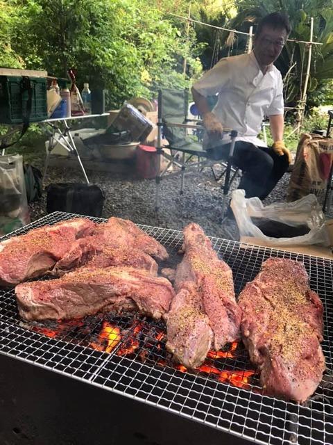ミュージックキャンプ2019美味しそうに焼ける肉