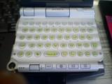 ポケットタッチを貼ったUX50のキーボード