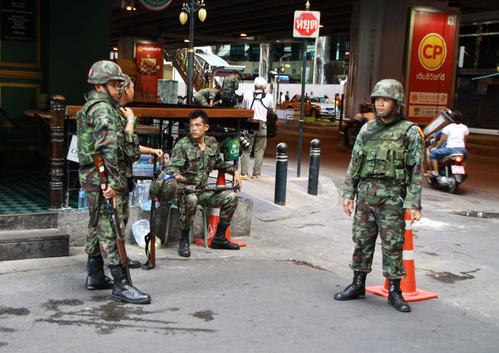 タニア通りの兵士たち