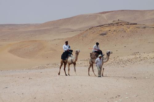 エジプト・砂漠をラクダで行く