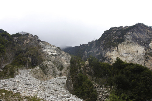 夾金山から宝興大理石鉱山