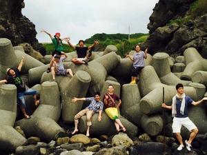 海で記念撮影