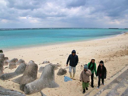 伊江島のビーチで魚さがし