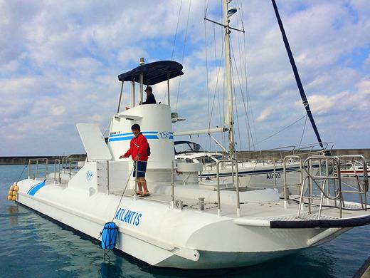 伊江島民泊で水中観光船