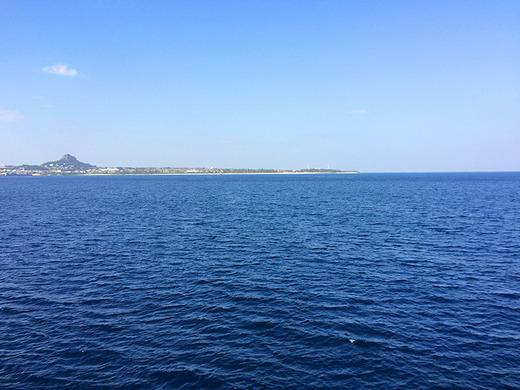 ザトウクジラの回遊する伊江島の海