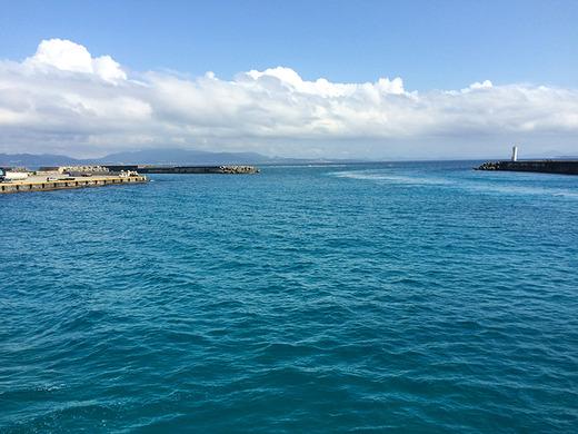 2016年4月6日の伊江港から見た沖縄本島