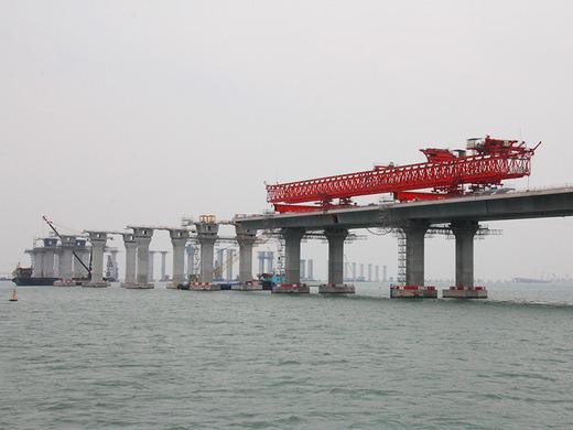 香港とマカオを結ぶ「世界最長の海上橋」の建設