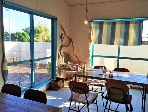 伊江島の新しいカフェ店内