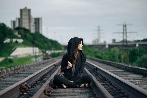 railroad-tracks-863675_640