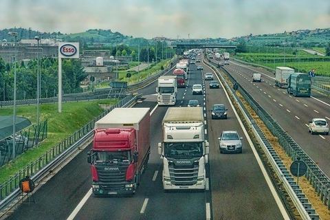 highway-3392100_640