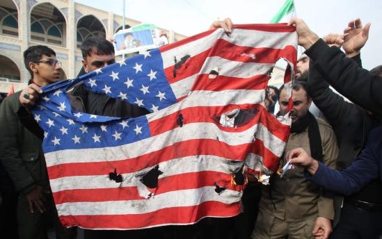 イラン アメリカ 戦争