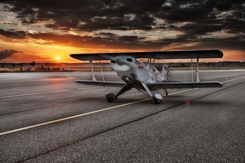 aircraft-547105_640