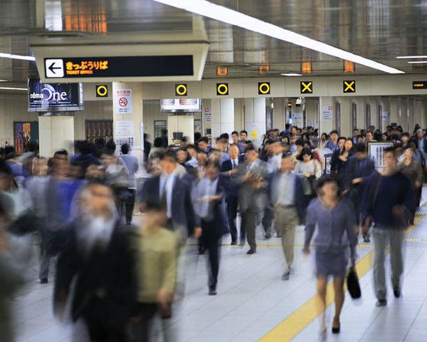 【悲報】通勤時間「往復3時間」、年間でロスしてる時間が判明する→