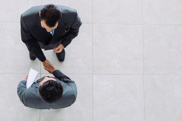 次の一手がわかる!法人融資の効果的なススメ方【第1回】渉外担当者として取引先を訪問する際第一に心がけるべきことは?