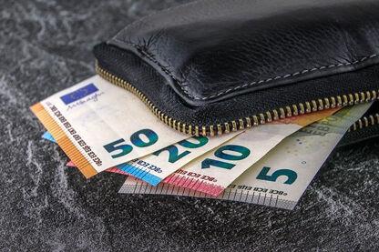 money-3918183_640