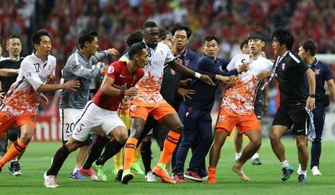 済州選手が乱入する反則行為