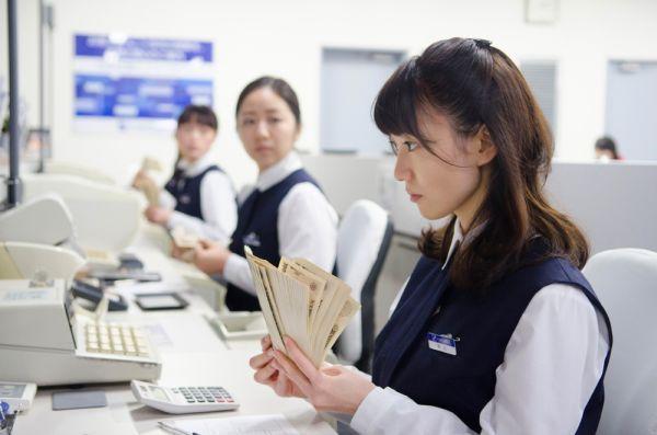 銀行って世間体はいいけど就職するとヤバイらしいな。