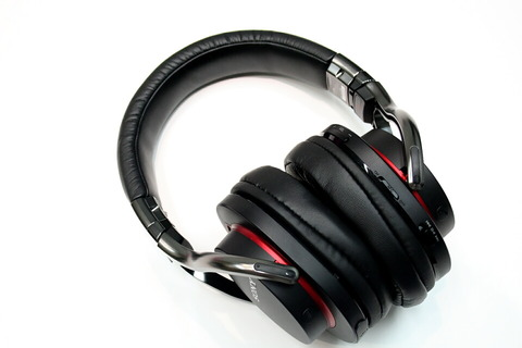 121115_sony_headphone_02_960