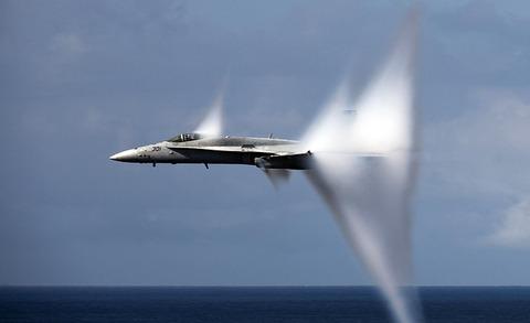 military-jet-1053394_640