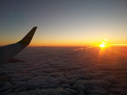 flight-1458986_640