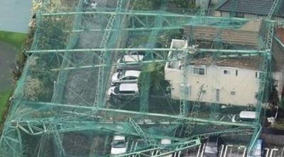 台風15号でゴルフ練習場のネット倒壊