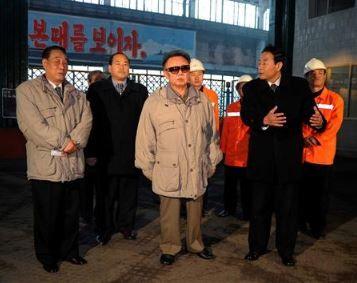 千里馬製鋼連合企業所の施設を視察する金正日