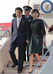 安倍首相夫妻:アンドルーズ空軍基地
