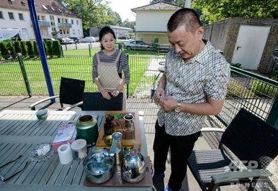 ドイツの深い森に暮らす中国人100人