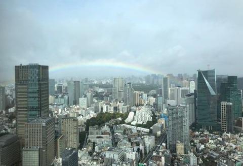 皇居にかかる虹