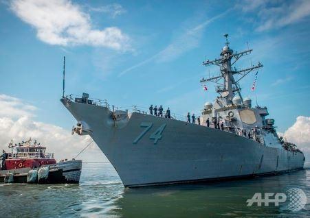 「フローレンス」上陸に備えノーフォーク海軍基地を離れる戦艦