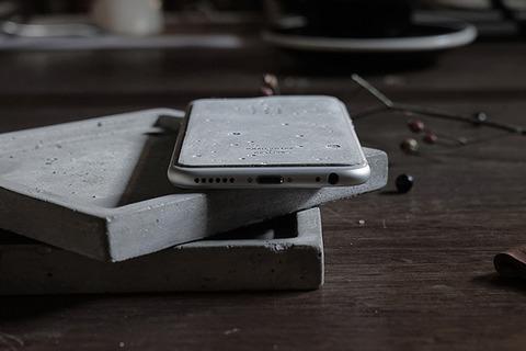 コンクリート製のiPhoneケース