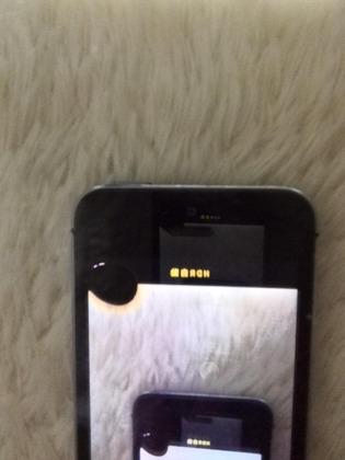 iPhone画面の黒いシミ