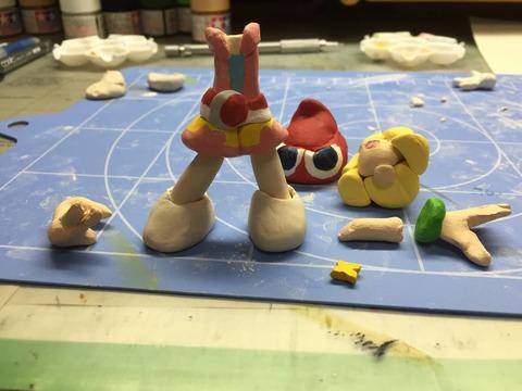粘土でフィギュア作ってます