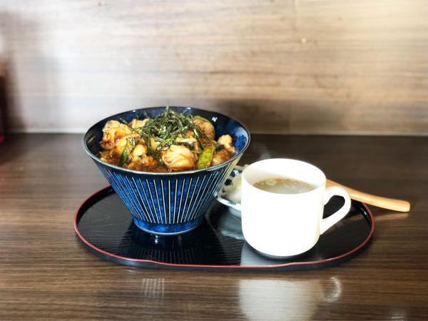 01炭火焼き親子丼(780円)