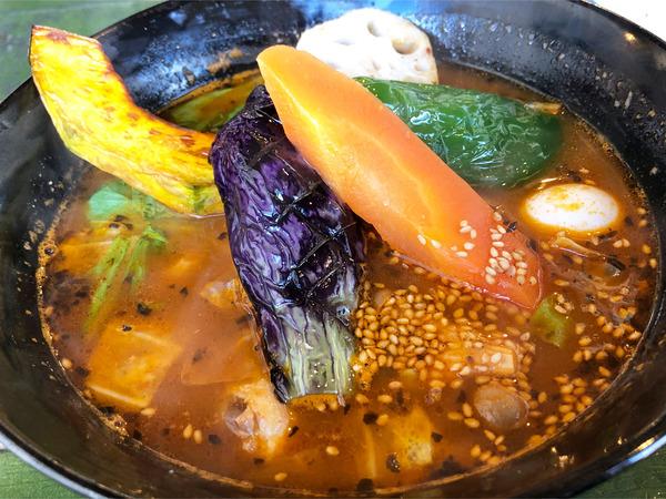 02やわらかチキンと野菜(1150円)ベーシックトマトスープ