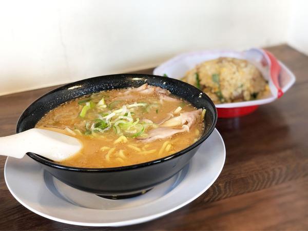 01チャーハン定食・味噌(1050円)
